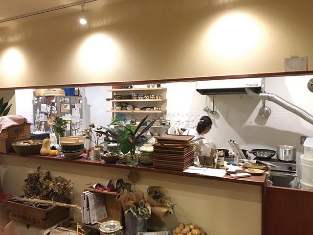 シラハト商店|店内